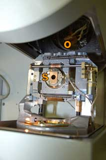 shifted stage holder and open object chamber of the fesem